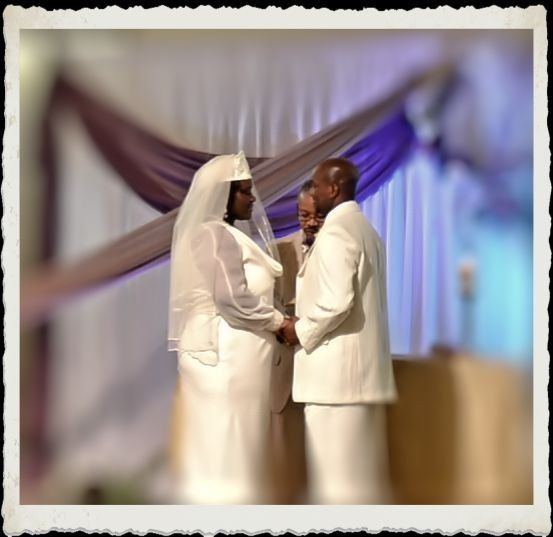 RM STUDIOS WEDDING PHOTO: Bride and Groom their vows