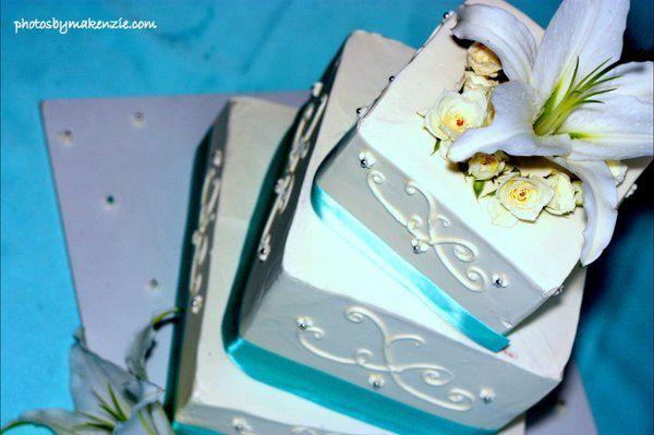 Tmx 1305048653266 Stiffanyblueribbonscrollworklillyroses Newberg wedding cake