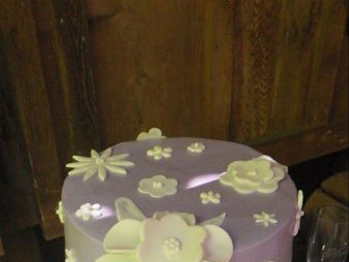 Tmx 1318536563927 Rpurplewithwhitefondantflowers Newberg wedding cake