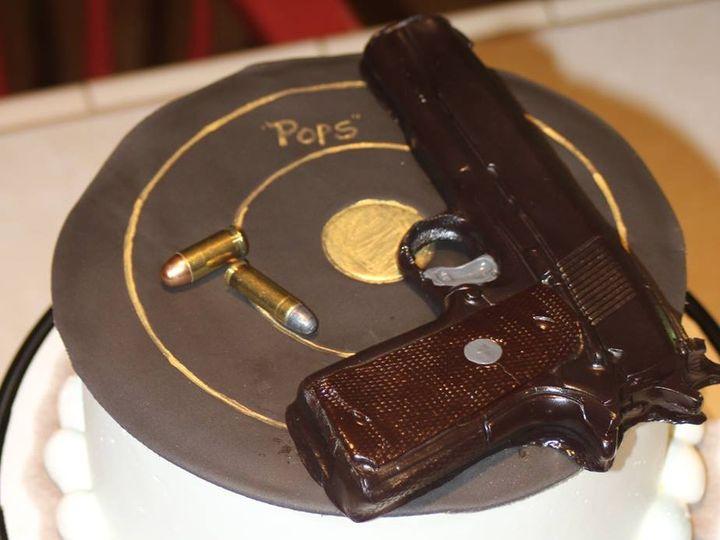 Tmx 1399309206322 Gun   Targe Newberg wedding cake