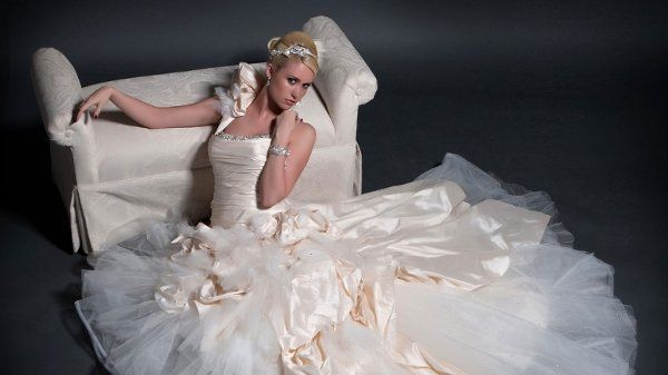 f30391738ad82779 1296617669297 wedding01
