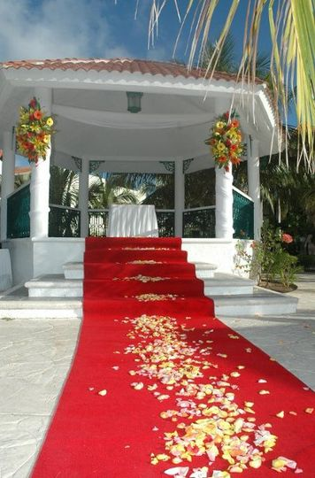 Garden Gazebo Wedding at El Dorado Royale by Karisma. Planning and booking services available...