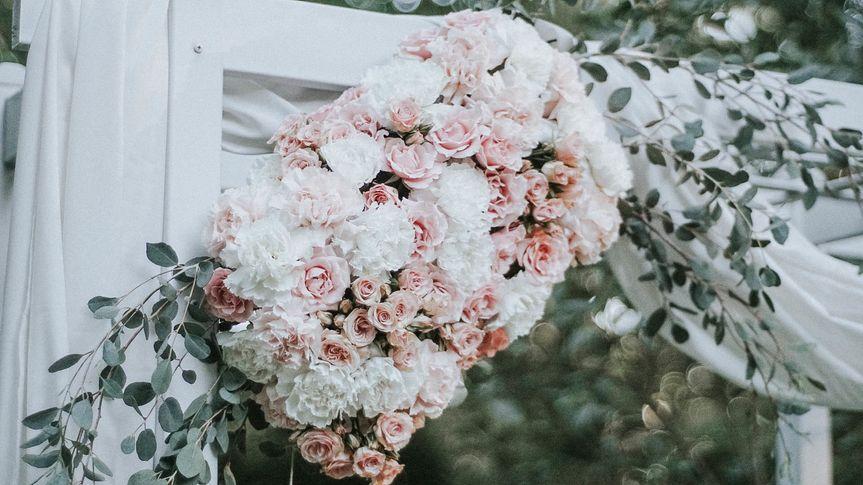 Floral arch decor