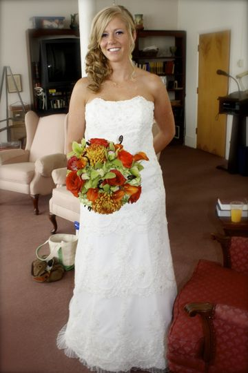This fall inspired bouquet was created for a wedding up north.  It consisted of copper dailahs,...