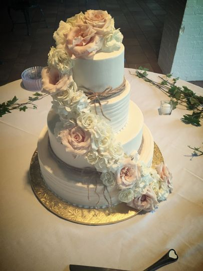 Cake with ascending flowers