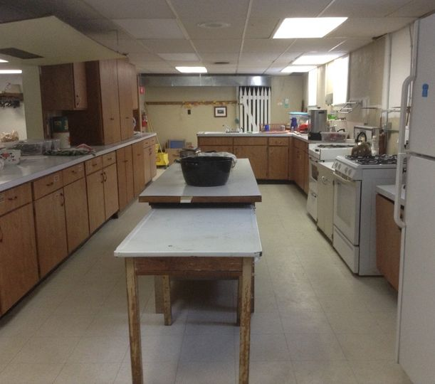 fully equipped kitchen for catered or potluck meals