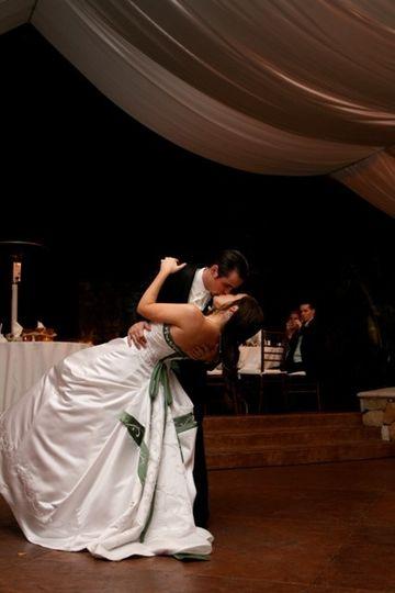 bride groom dip kiss 001