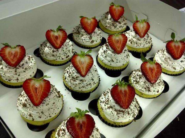 Tmx 1325317314530 600x600132531509300122750322932751708435218878544113856011683443738781n Sherman Oaks wedding cake