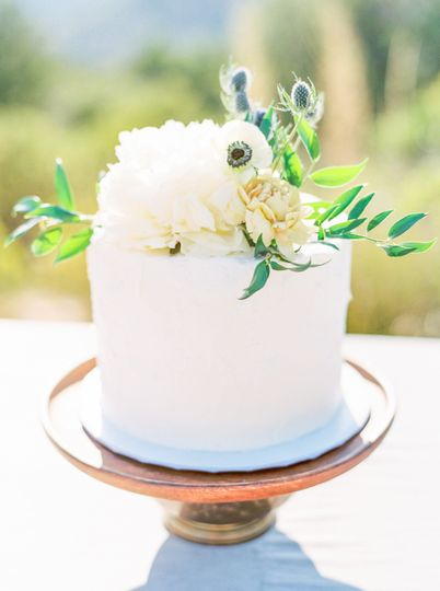 Anemone and Greens Cake Floral
