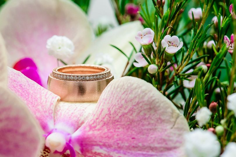 austin wedding photographer ring gold diamonds ban