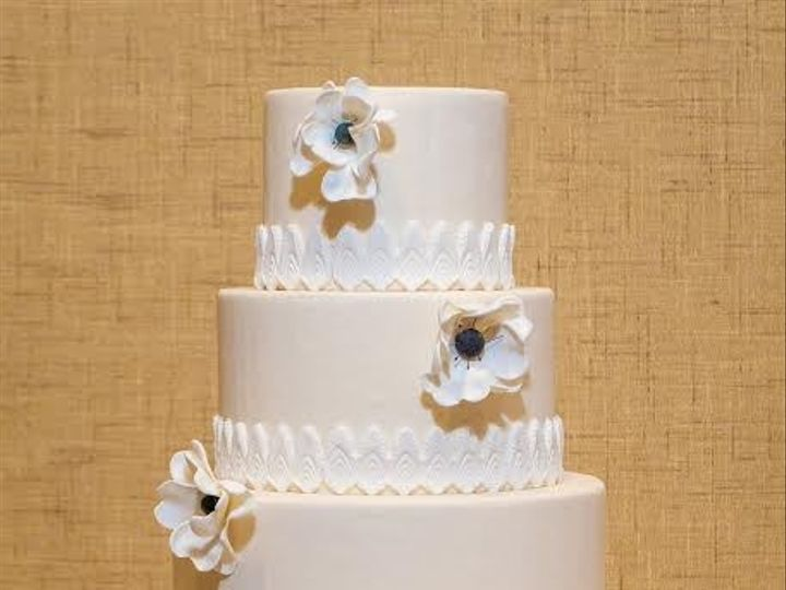 Tmx 1398395610268 Tieredcakewithflower Brooklyn wedding cake