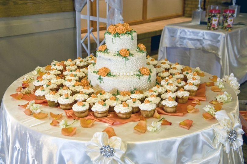 Wedding cake and cupckaes