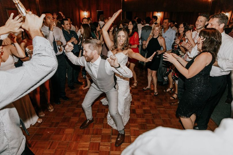 Weddings at Falkner Winery