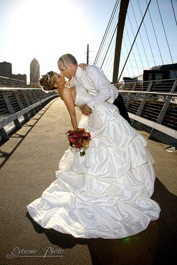 wedding kiss extreme photo