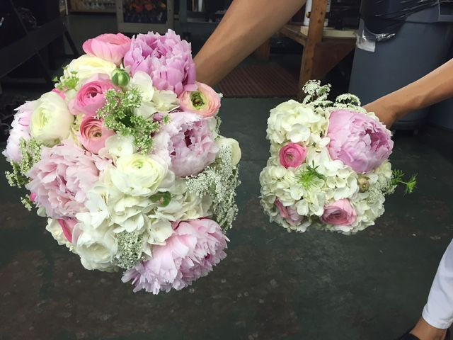 Love this combonation of peonies, runuculus, and hydrqangea