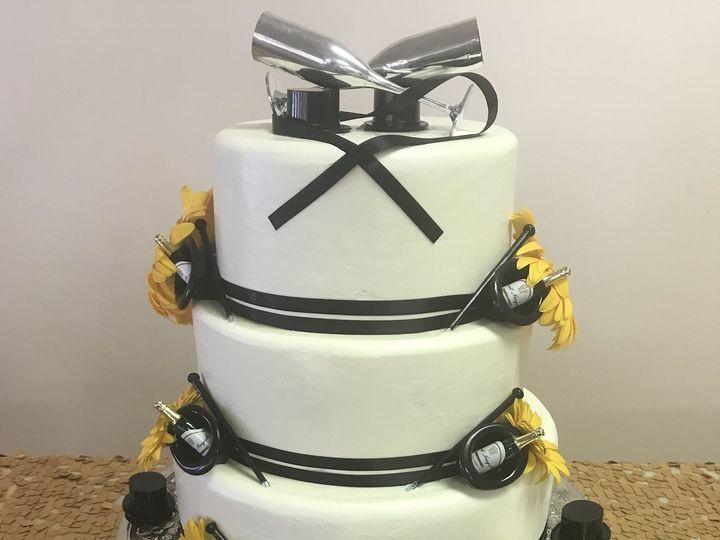 Tmx 1531896156 91dc8245131acb5f 1531896155 78b6b22a33d5f81a 1531896133609 11 7C07EF3E EC39 424 Butte wedding cake