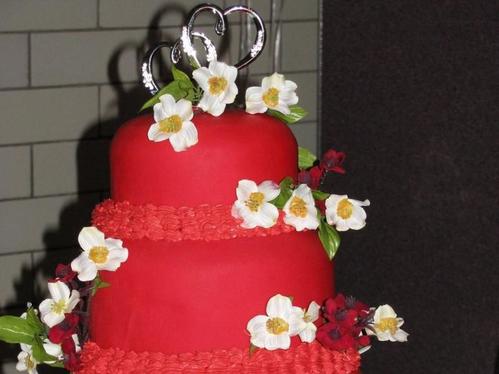 Tmx 1531896170 A3b26f60e098fae4 1531896169 B3fa3caf8a66bcb8 1531896133615 33 493BBE57 4F07 411 Butte wedding cake