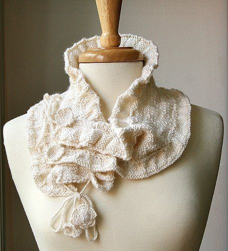Stay cozy and in style while making heads turn in this stylish and luxurious Scarflette. Elegant,...