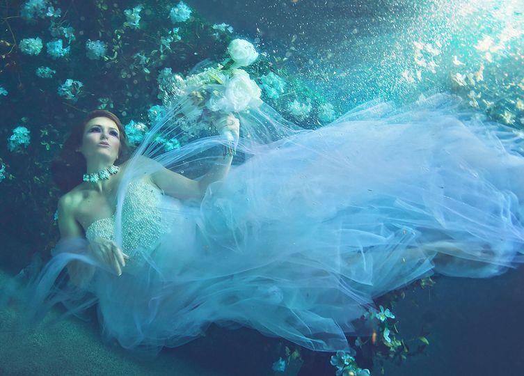 Underwater bridal photos