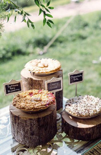carrie house photography wedding pies3