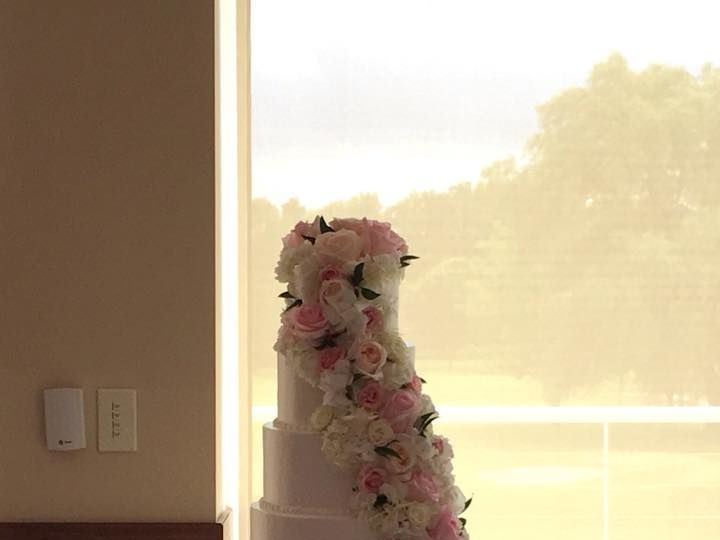Tmx 1532741425 0fb96cc98e09c045 1532741423 D806d6de4e64a886 1532741433843 3 37132262 158943950 Menomonee Falls, WI wedding cake