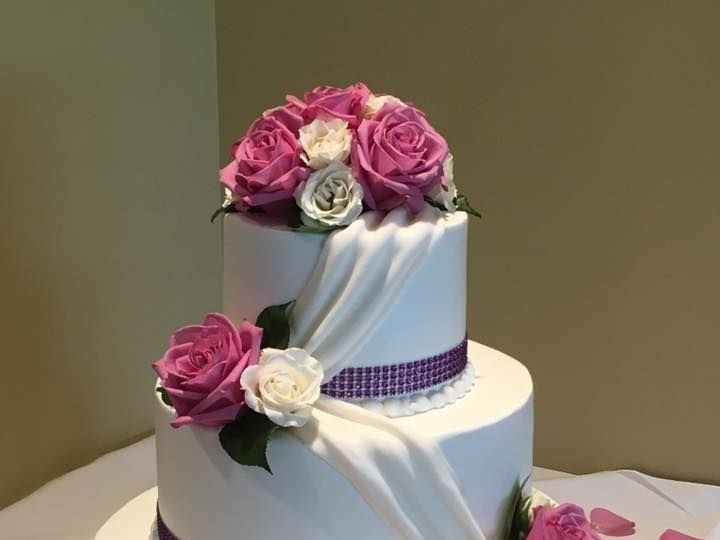 Tmx 1532742001 6bd1b6f24db40266 1532742000 916b638d4b175a86 1532742012392 10 20915662 12741028 Menomonee Falls, WI wedding cake