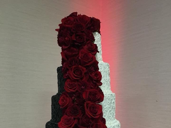 Tmx 2019 Black And White 3 51 83734 1565314965 Menomonee Falls, WI wedding cake