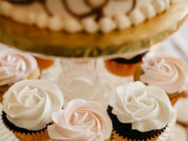 Tmx 2019 Cupcakes Rose Gold 51 83734 1565316364 Menomonee Falls, WI wedding cake