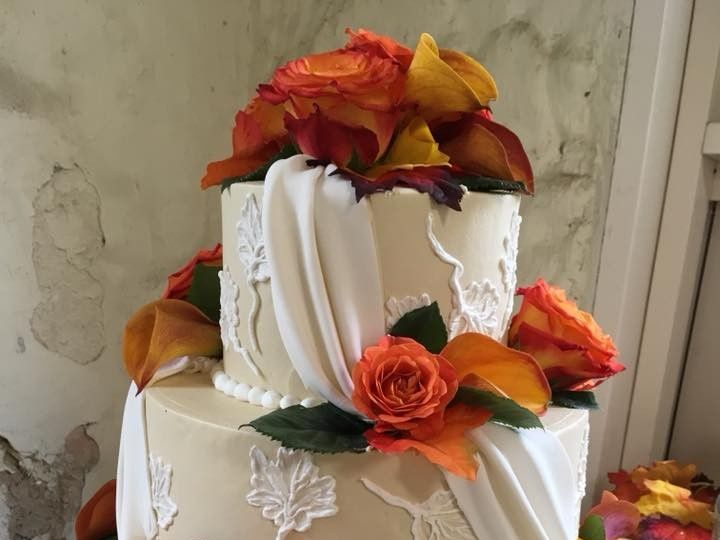 Tmx 2019 Embroidered Leaves 51 83734 1565314965 Menomonee Falls, WI wedding cake