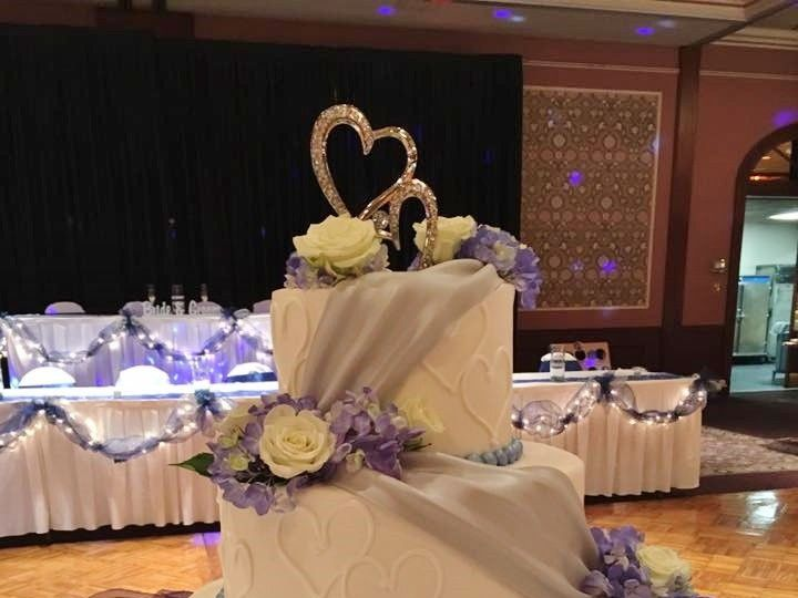 Tmx 2019 Silver Drape 51 83734 1565314971 Menomonee Falls, WI wedding cake