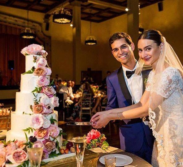 5-tier Wedding Cake cutting, mixed race Indian wedding