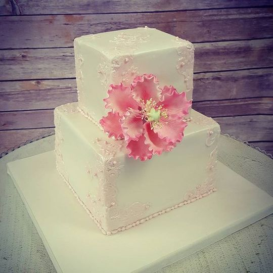 Square wedding cake with pink flower