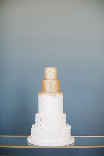 Wedding cake with gold top layer