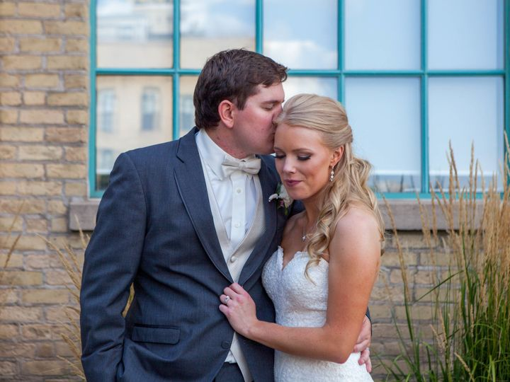 Tmx 1521155627 E32e9e430535eb3b 1521155622 08101381b0b290f6 1521155510704 27 MKW 20170812MKW 2 Inver Grove Heights, MN wedding photography