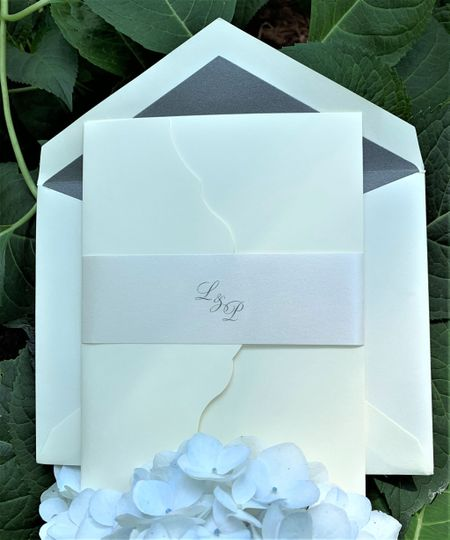 Pocket invitation with wrap