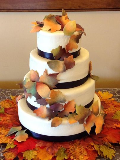 Falling for fondant. Pumpkin spice and apple pie flavored cake for an October winery wedding.