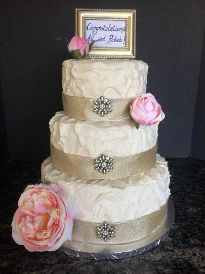 Rustic and simple, buttercream & vanilla cake