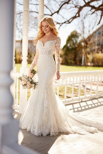 Martina LianaStyle 870Embroidered French lace and unique lattice work pair to create a true...