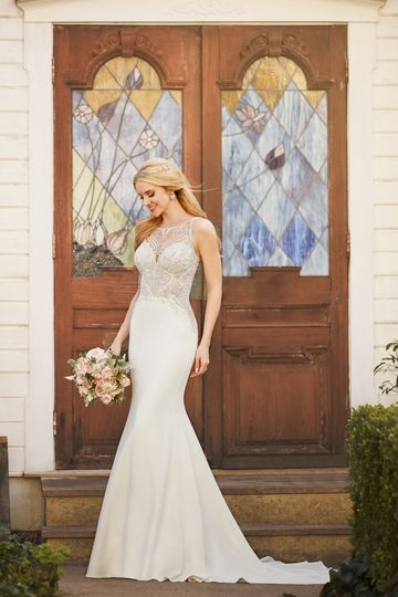 Martina LianaStyle 875Bring old-Hollywood inspired elegance to your sophisticated wedding day...