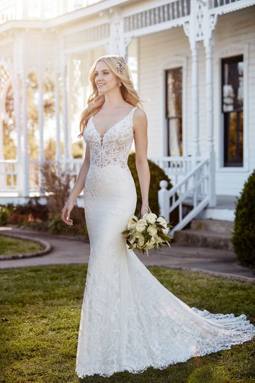 Martina LianaStyle 888From the romantic lace detailing to the rich mix of pearl and bugle...