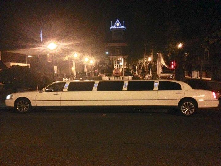 Lincoln Super Stretch 10 passenger limousine