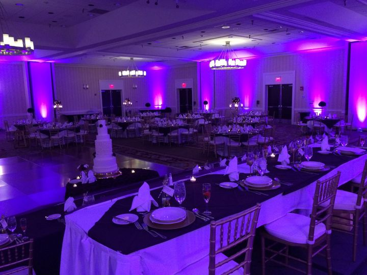 Head table and banquet style setting