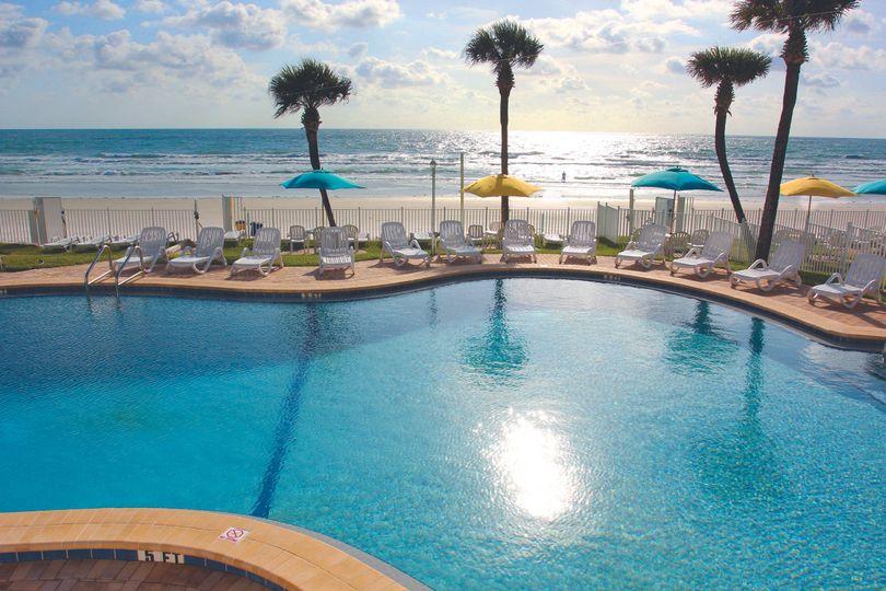 b7b6ec887c645c0e Beachfront close up pool 4