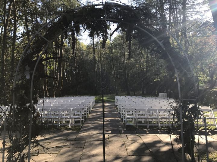 Outdoor wedding - view from the front