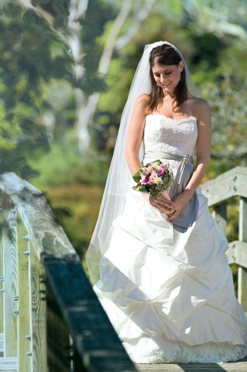 4cb30bd5c55f691d 1527019700 25c274ea3fc01d29 1527019699669 4 bride on bridge 90