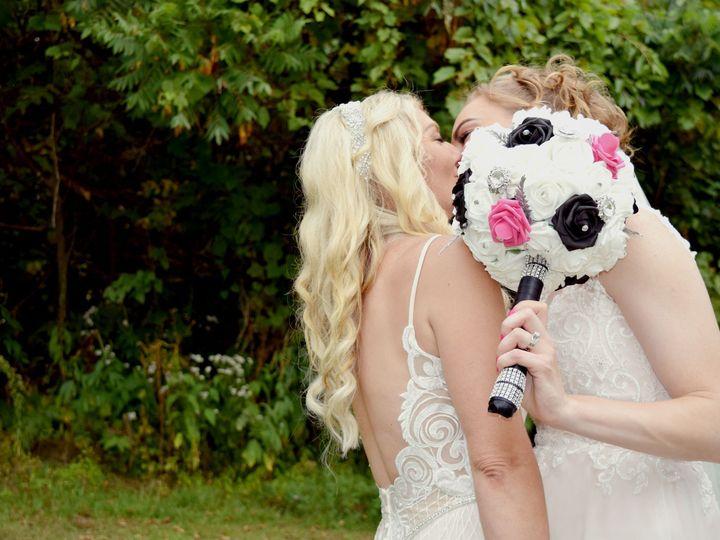 Tmx Posed Couple021 51 687144 157482438826610 Dubuque, Iowa wedding photography