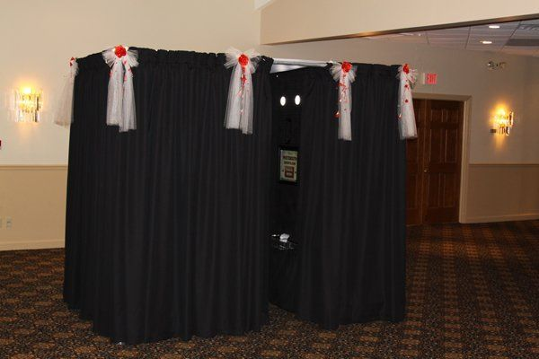 Photo Booth Experts presents De Luxe Photo Booth for weddings, parties, proms, reunions, corporate...