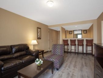 Tmx 1525370874 E3e5f1127fdb5fcf 1525370874 8e48f70ca1ca2225 1525371132679 3 Living Room Suite  Feasterville Trevose wedding venue