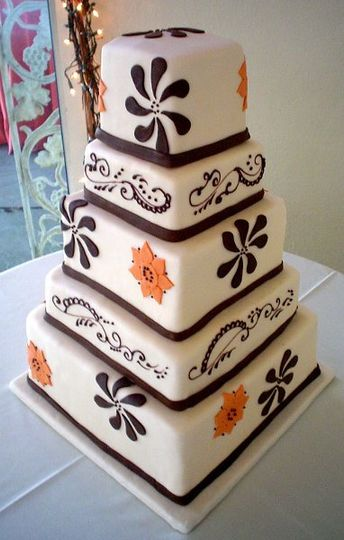 Pretty patterns on square cake