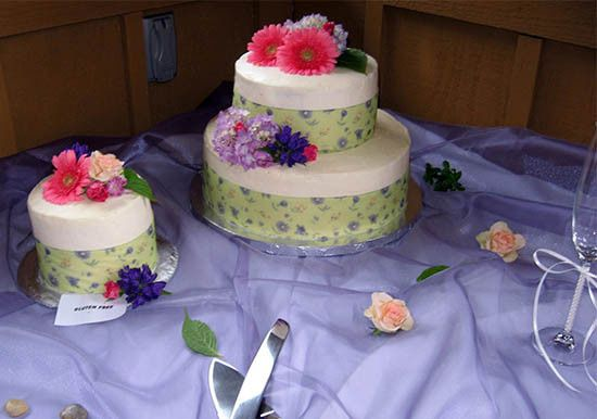 Rustic Fresh Flower Wedding Cakes. Regular and Gluten Free.